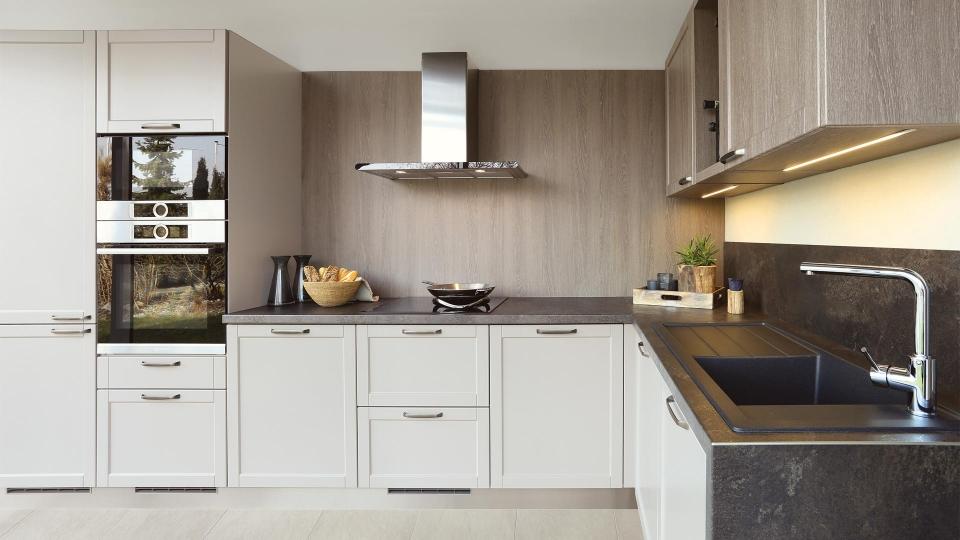 rohova kuchyne sykora v provedeni kaschmir spravna ergonomie, profilovana dvirka, klasicke uchytky