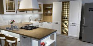 rustikalni kuchyne sykora z beleneho jasanu, kombinovana s laminem v dekoru kamenny dub