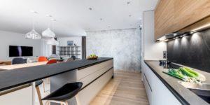 elegantní kuchyně v matném laku, exclusive lišta