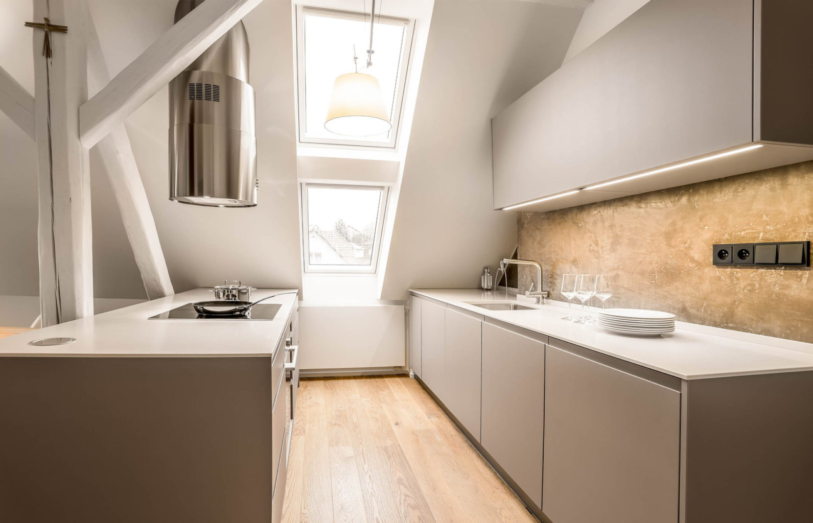 moderni kuchyne do maleho bytu v provedeni mat odolny vuci necistote